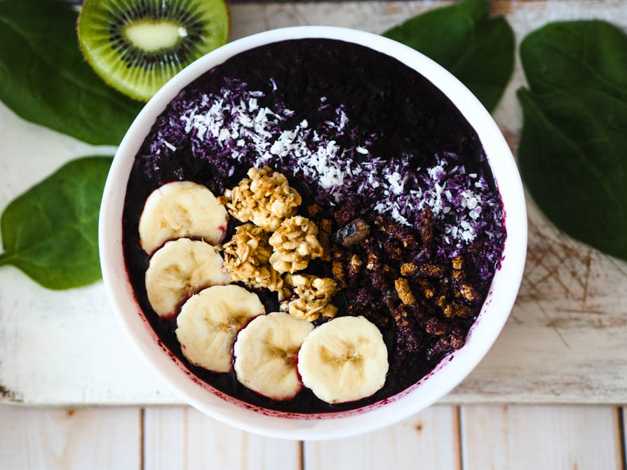 jagodowe smoothie bowl